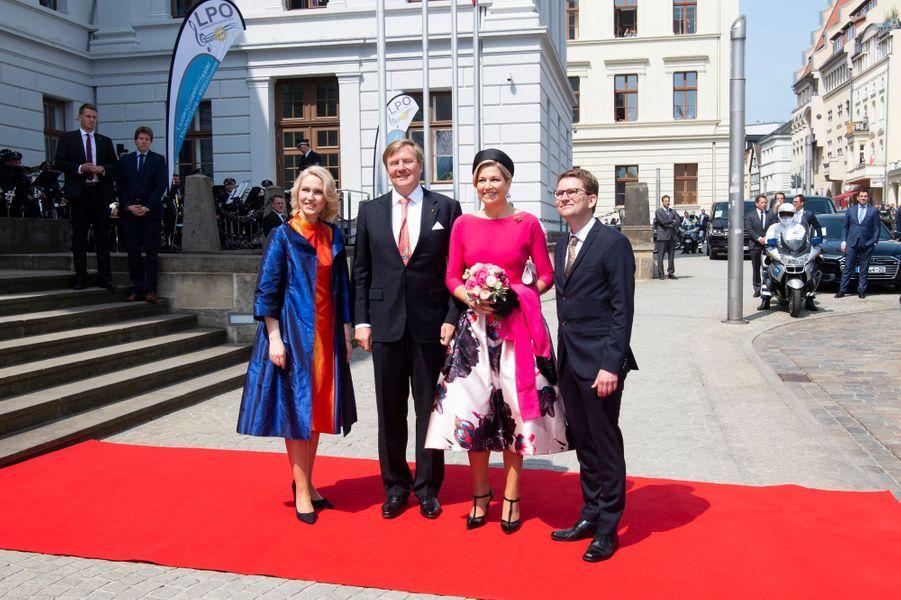 La reine Maxima et le roi Willem-Alexander des Pays-Bas avec la Première ministre du land et son mari à Schwerin, le 20 mai 2019