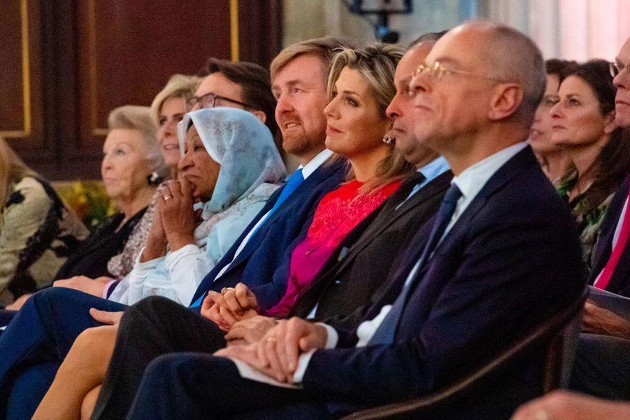La reine Maxima et le roi Willem-Alexander des Pays-Bas avec l'ex-reine Beatrix à Amsterdam, le 4 décembre 2019