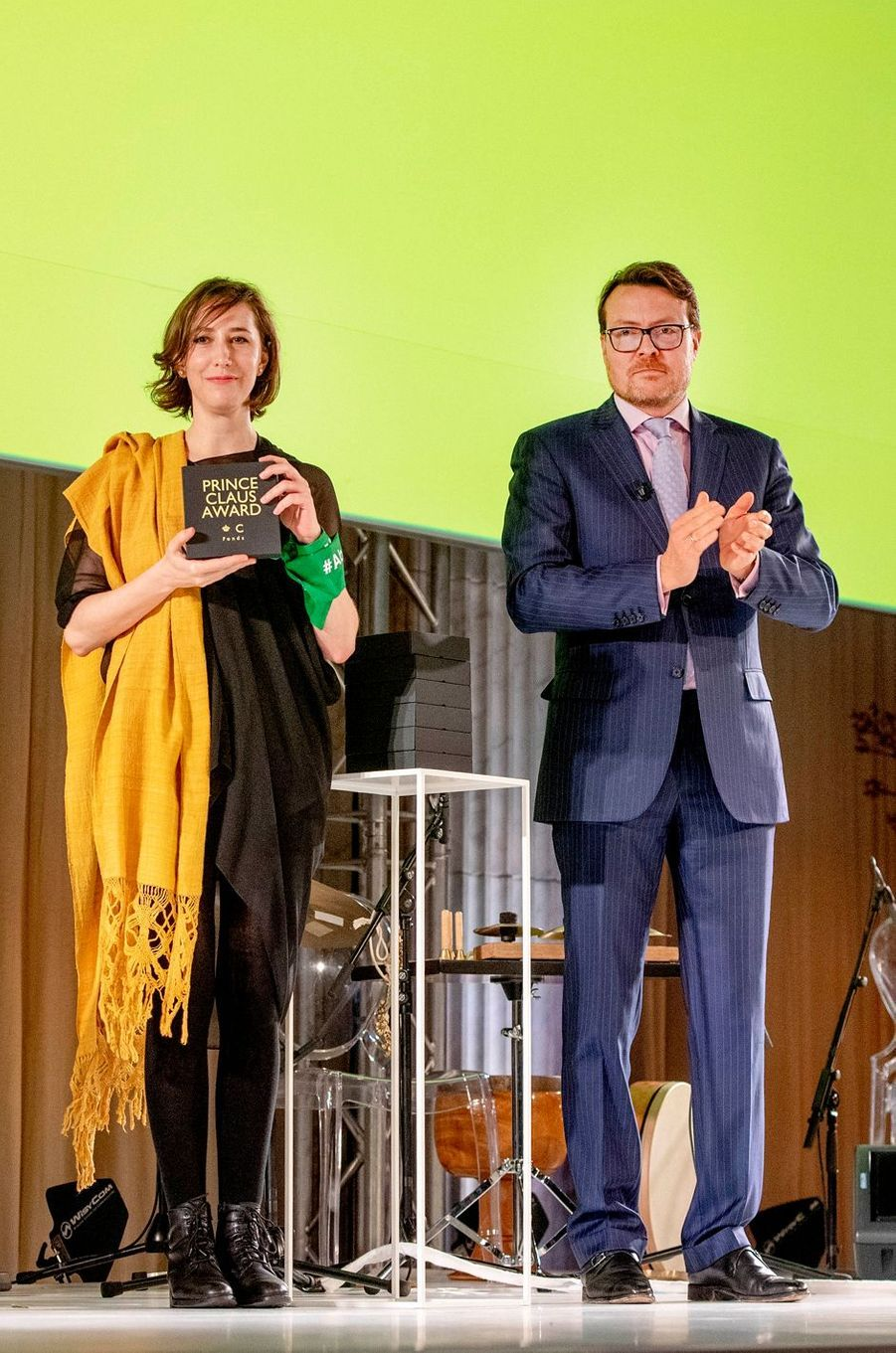 Le prince Constantijn des Pays-Bas avec la représentante d'Ambulante Beyond à Amsterdam, le 4 décembre 2019