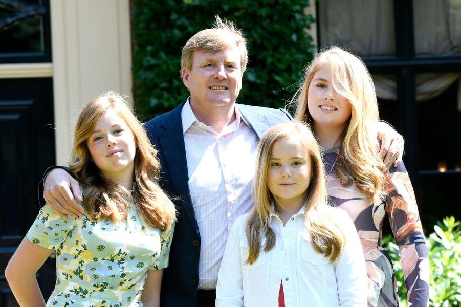 Le roi Willem-Alexander des Pays-Bas et ses filles à Wassenaar, le 13 juillet 2018