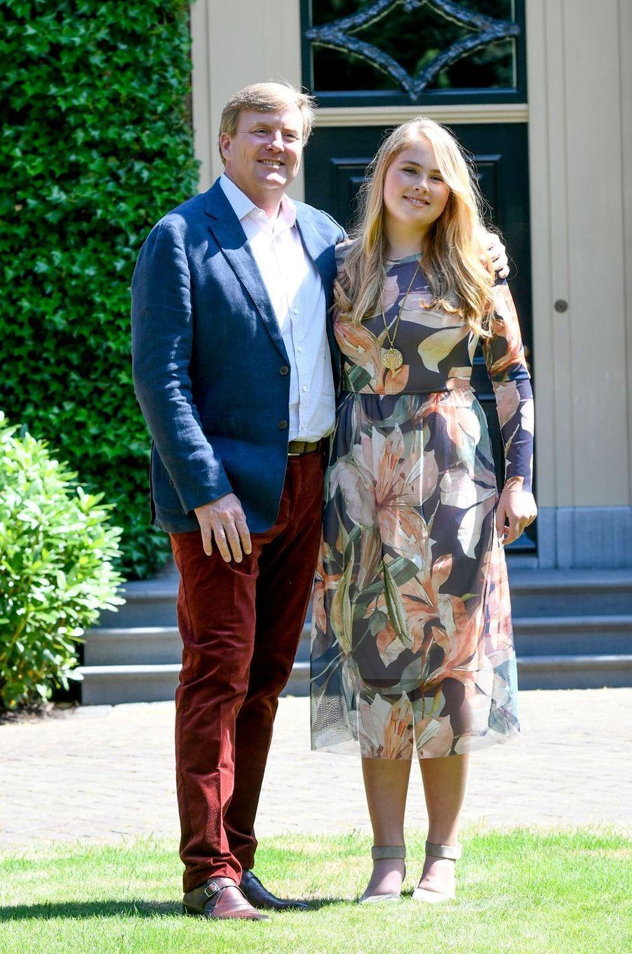 Le roi Willem-Alexander des Pays-Bas et sa fille aînée et héritière la princesse Catharina-Amalia à Wassenaar, le 13 juillet 2018
