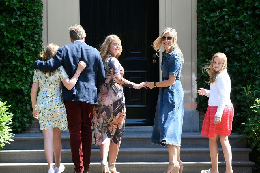 La reine Maxima et le roi Willem-Alexander des Pays-Bas avec leurs filles à Wassenaar, le 13 juillet 2018