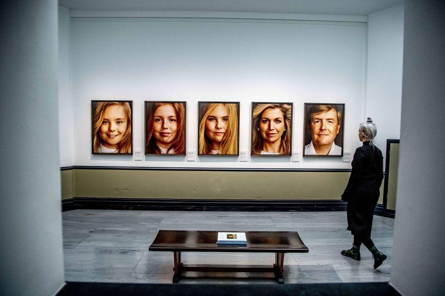 Portraits de la famille royale des Pays-Bas par Erwin Olaf, exposés au Gemeentemuseum à La Haye le 15 février 2019