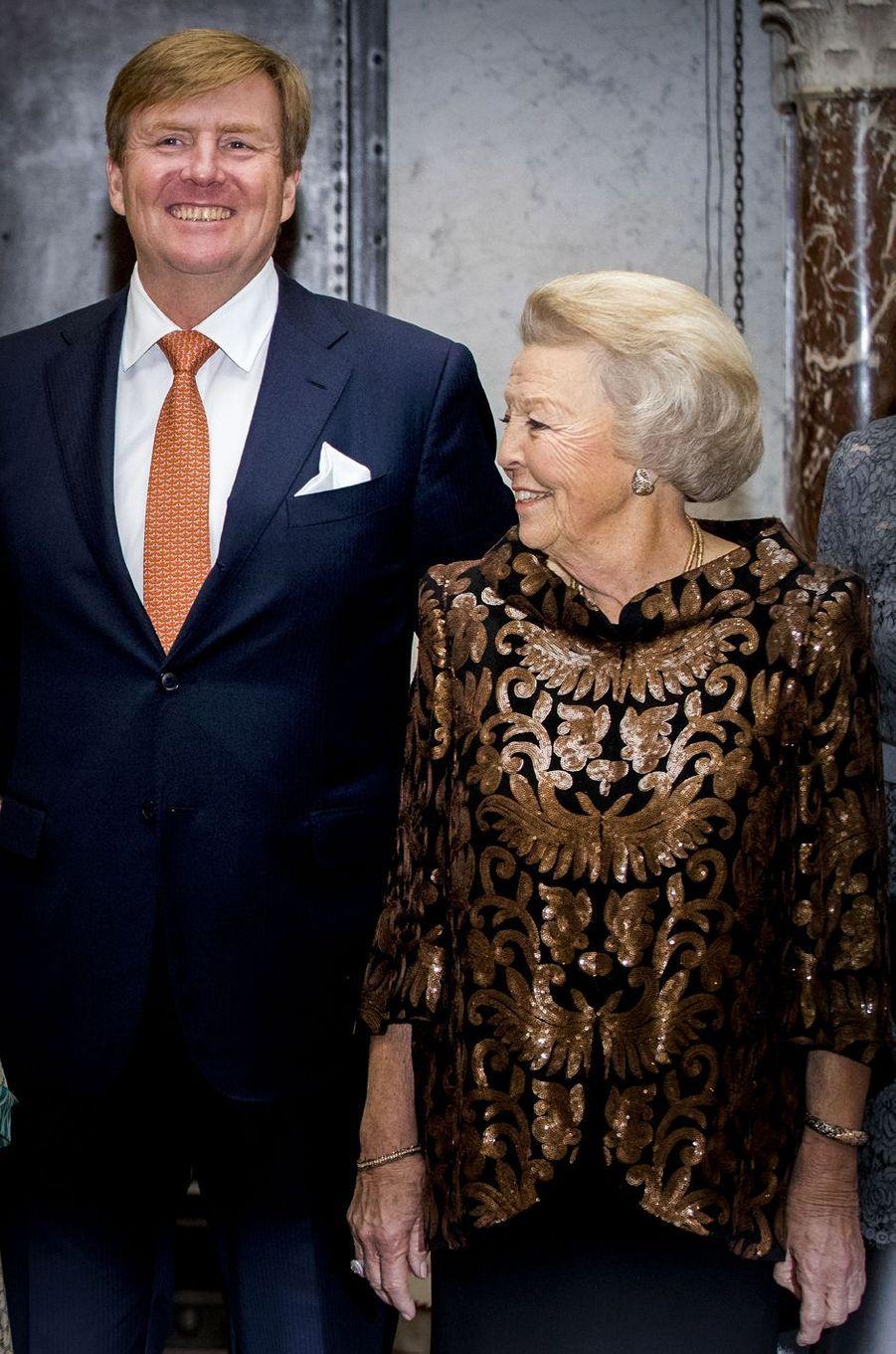 Le roi Willem-Alexander et la princesse Beatrix des Pays-Bas à Amsterdam, le 27 novembre 2018