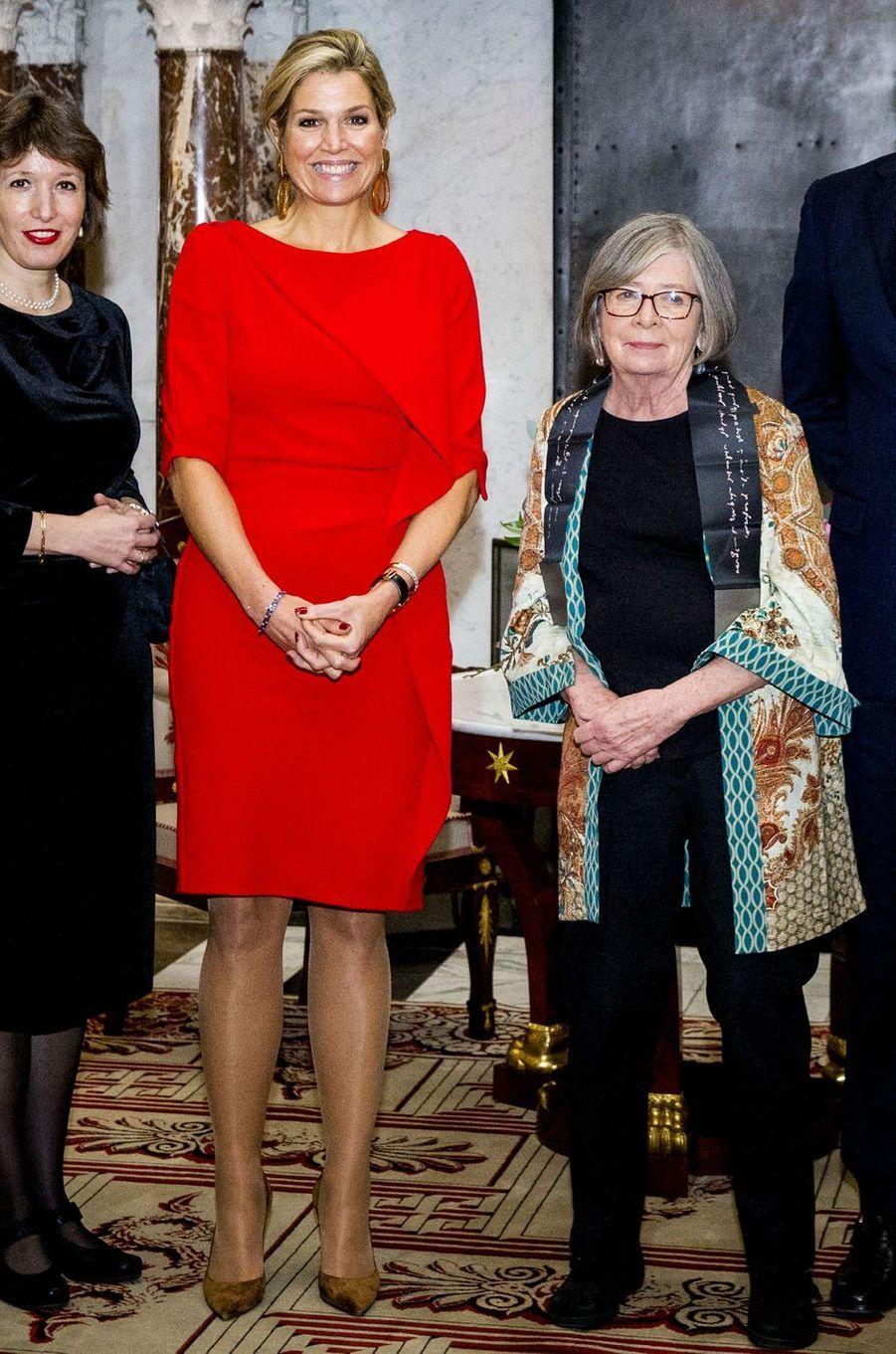 La reine Maxima des Pays-Bas avec Barbara Ehrenreich à Amsterdam, le 27 novembre 2018