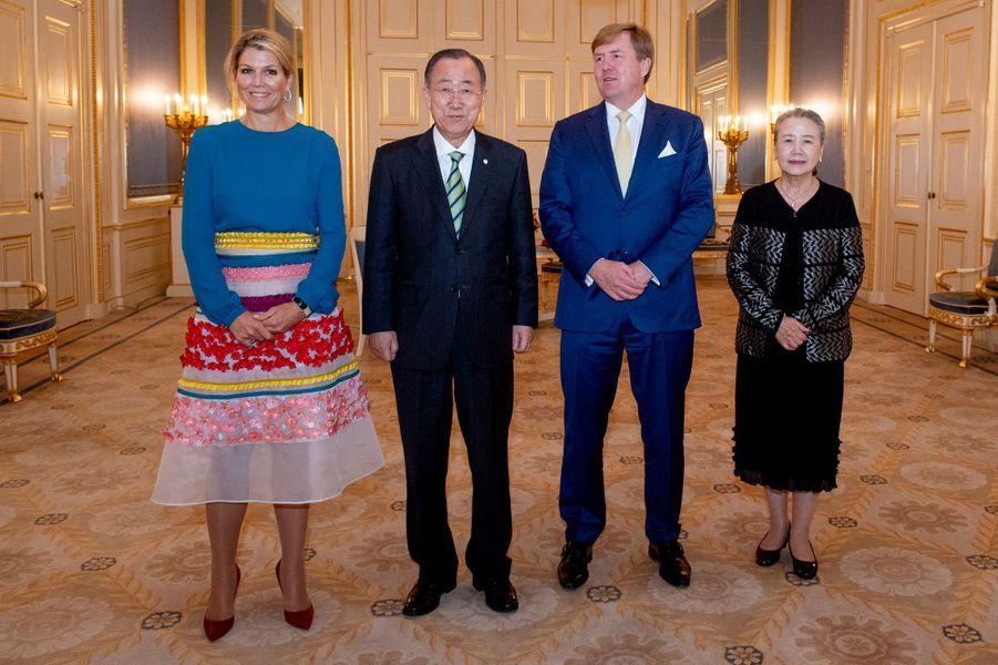 La reine Maxima et le roi Willem-Alexander des Pays-Bas avec Ban Ki-moon et sa femme à La Haye, le 16 octobre 2018