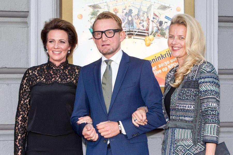 Le prince Bernhard des Pays-Bas avec les princesses Annette et Mabel à Amsterdam, le 26 septembre 2015