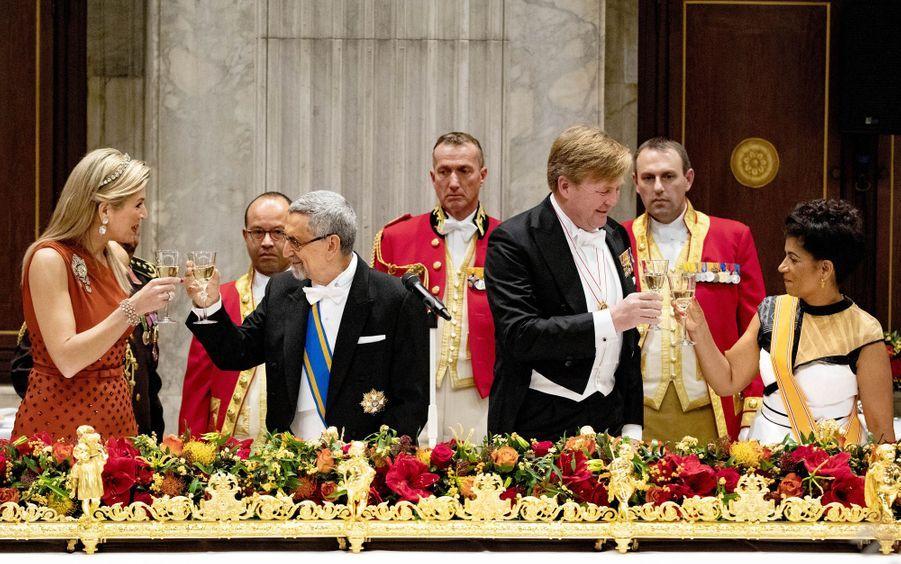 La reine Maxima et le roi Willem-Alexander des Pays-Bas avec le couple présidentiel du Cap Vert à Amsterdam, le 10 décembre 2018