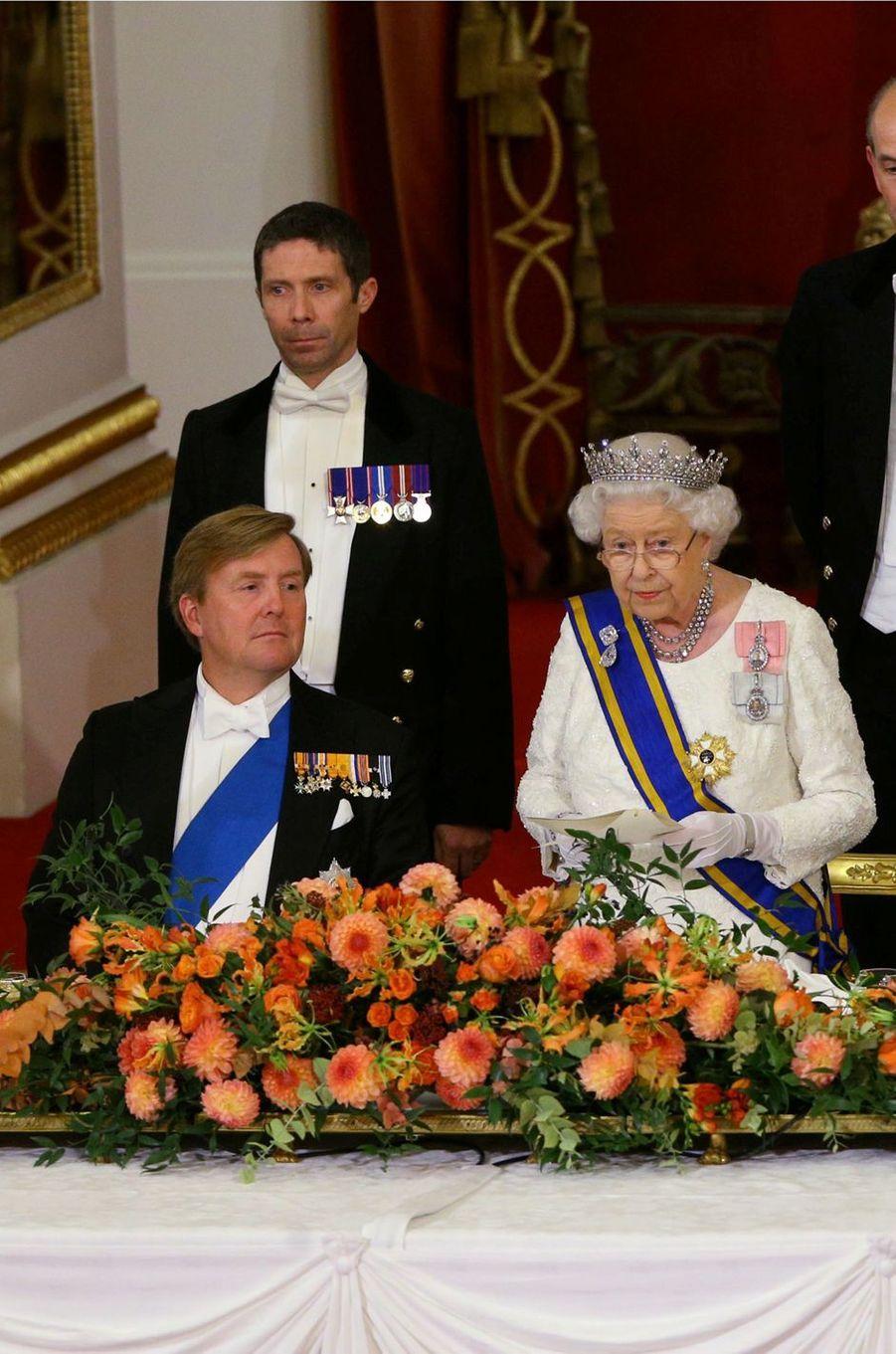 Le roi Willem-Alexander des Pays-Bas et la reine Elizabeth II à Londres, le 23 octobre 2018