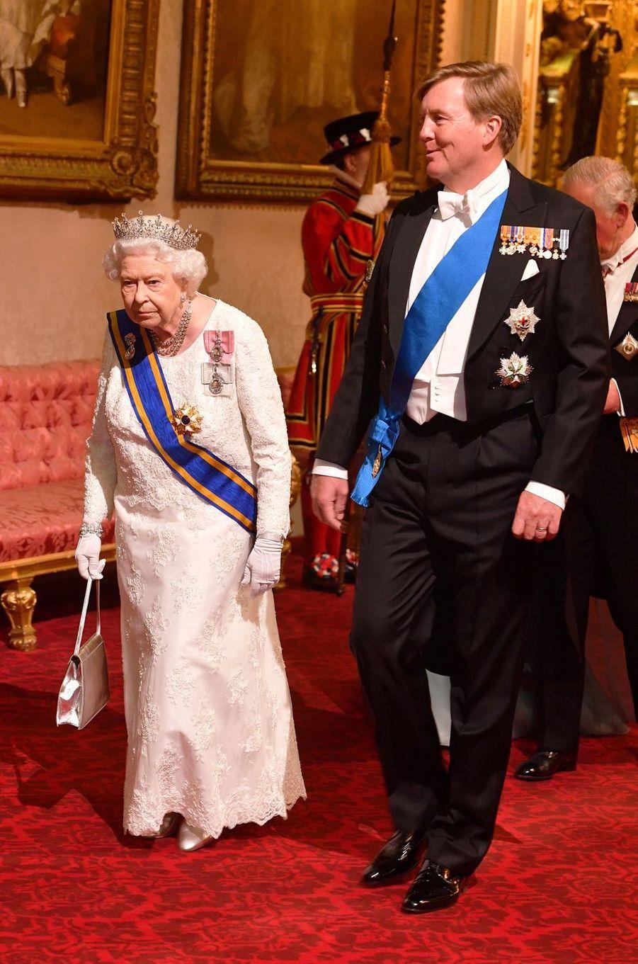 La reine d'Angleterre Elizabeth II et le roi Willem-Alexander des Pays-Bas à Londres, le 23 octobre 2018