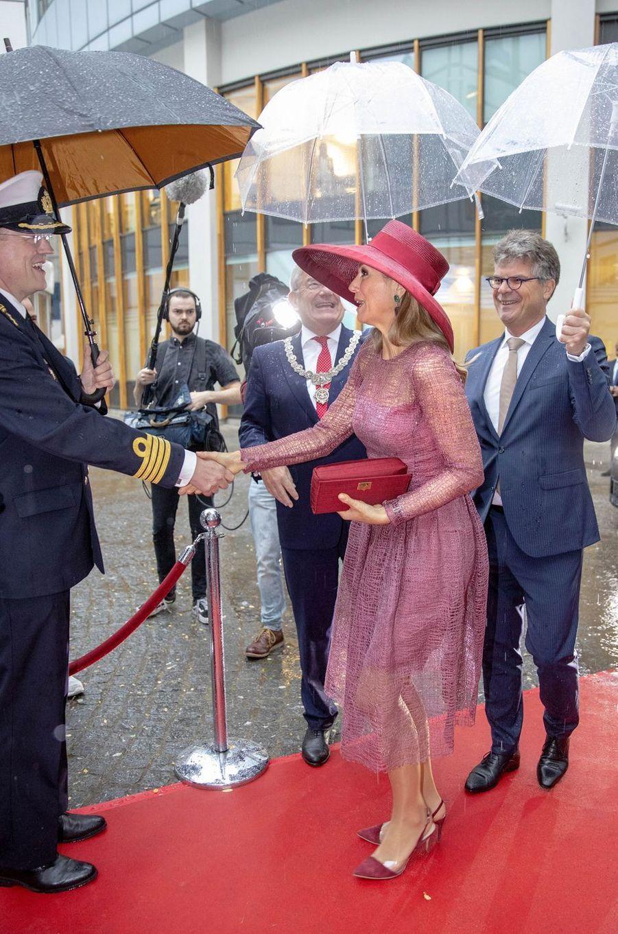 La reine Maxima des Pays-Bas à son arrivée à l'hôpital militaire d'Utrecht, le 19juin 2019
