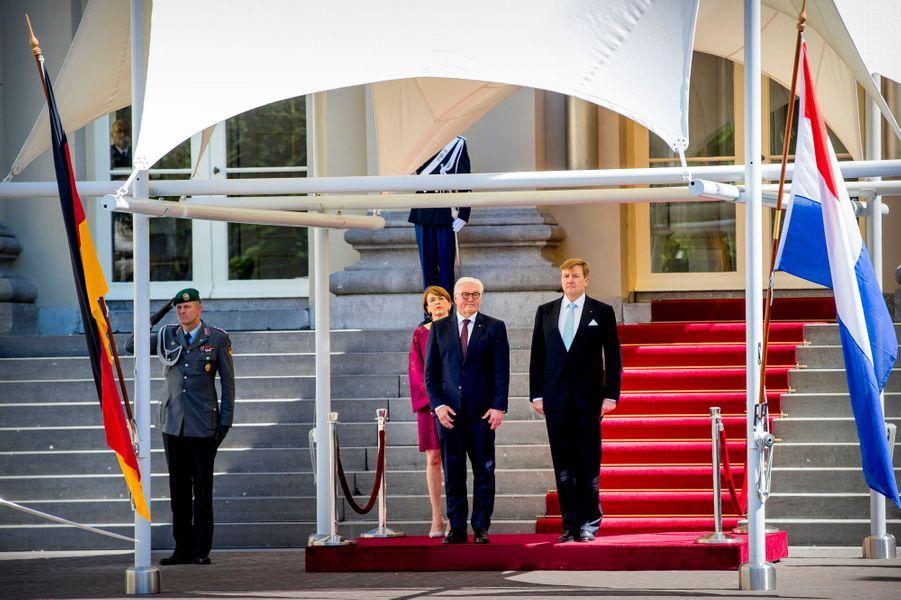 Le roi Willem-Alexander des Pays-Bas à La Haye avec le couple présidentiel allemand, le 15 mai 2018