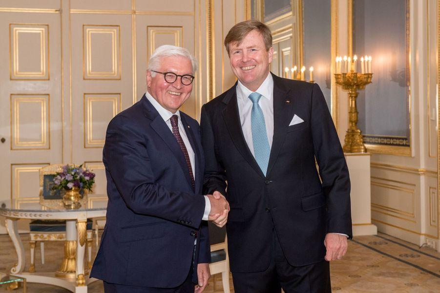 Le roi Willem-Alexander des Pays-Bas avec le président allemand Frank-Walter Steinmeier, à La Haye le 15 mai 2018