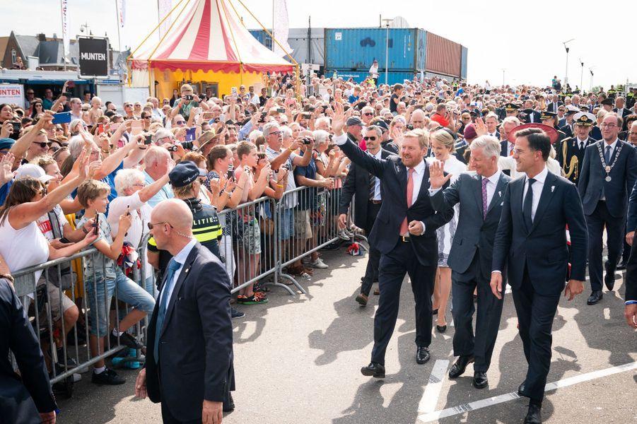 Le roi des Belges Philippe et le roi Willem-Alexander des Pays-Bas, suivis de leurs épouse, à Terneuzen, le 31 août 2019