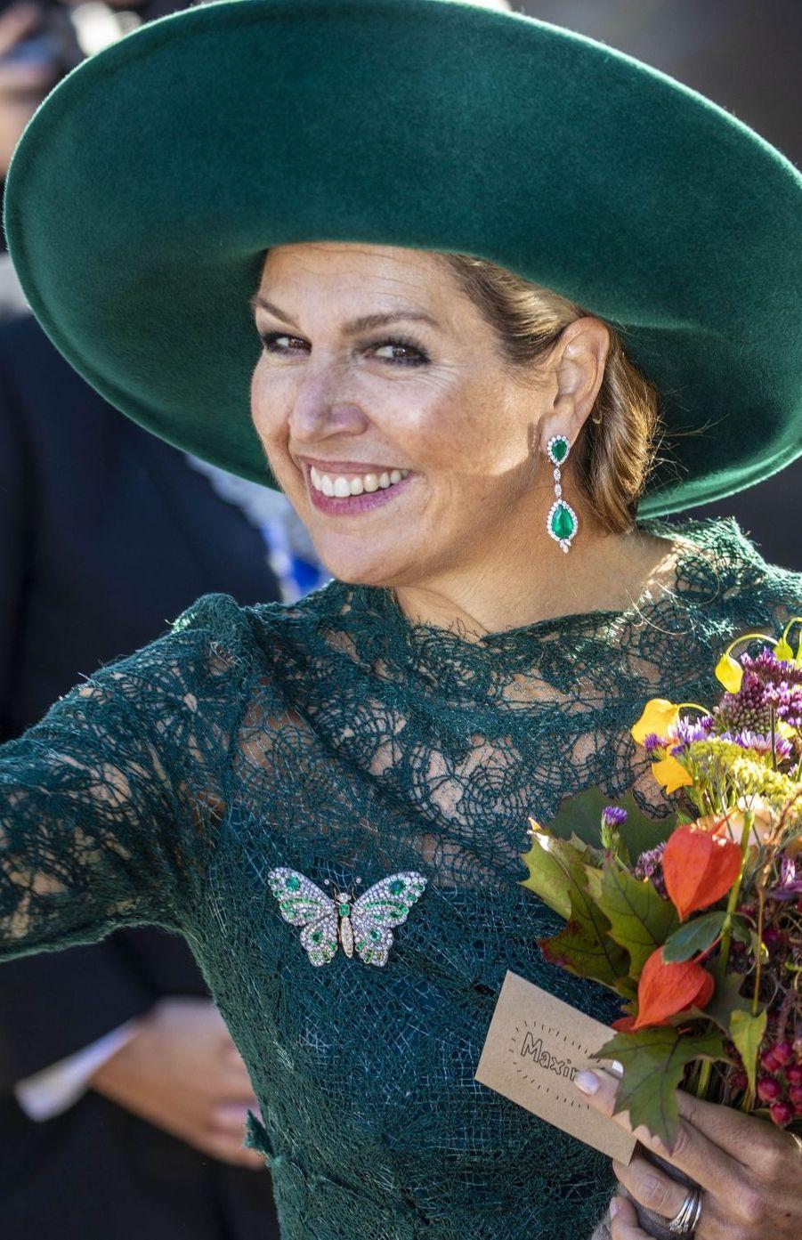 Détail des boucles d'oreille de la reine Maxima des Pays-Bas à Utrecht, le 5 octobre 2018