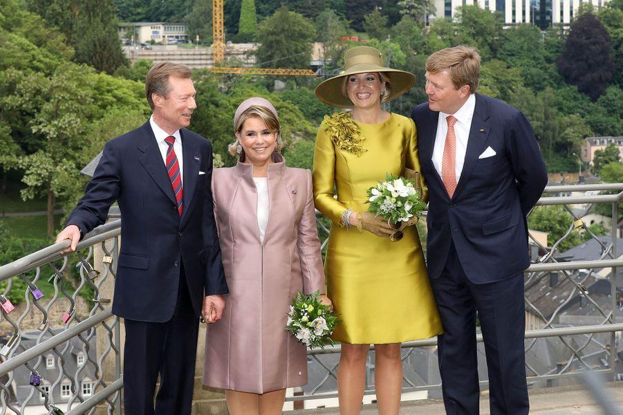 La reine Maxima et le roi Willem-Alexander des Pays-Bas avec la grande-duchesse Maria Teresa et le grand-duc Henri à Luxembourg, le 23 mai 2018