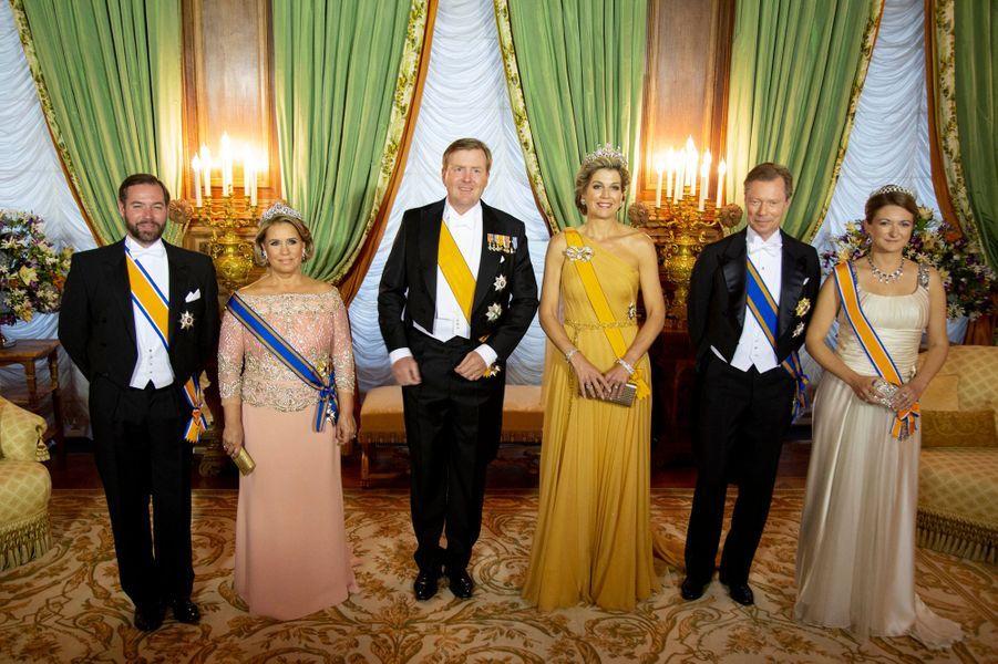 Le couple royal des Pays-Bas et le couple grand-ducal du Luxembourg avec le prince Guillaume et la princesse Stéphanie à Luxembourg, le 23 mai 2018