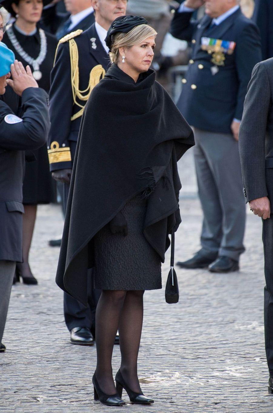 La reine Maxima des Pays-Bas, tout en noir, à Amsterdam le 4 mai 2019