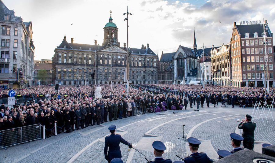 La reine Maxima et le roi Willem-Alexander des Pays-Bas sur la place du Dam à Amsterdam, le 4 mai 2019
