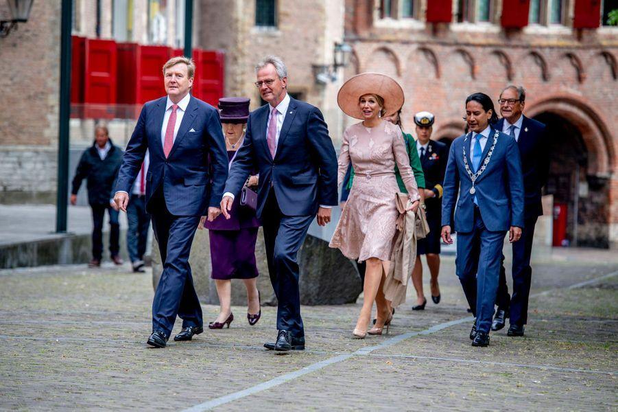 La reine Maxima et le roi Willem-Alexander des Pays-Bas avec la princesse Beatrix des Pays-Bas à Middelburg, le 16 mai 2018