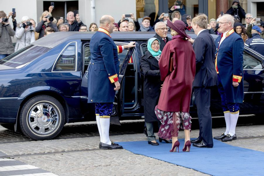 La reine Maxima et le roi Willem-Alexander des Pays-Bas accueillent la présidente de Singapour et son mari à Amsterdam, le 21 novembre 2018