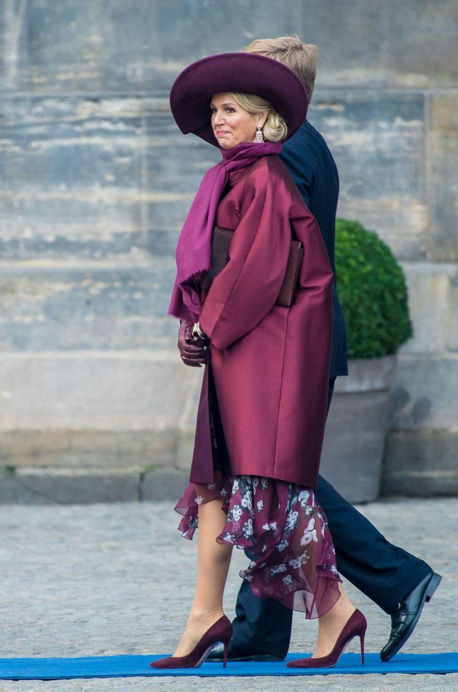La reine Maxima, en prune, et le roi Willem-Alexander des Pays-Bas, le 21 novembre 2018 à Amsterdam