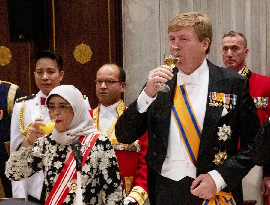Le roi Willem-Alexander des Pays-Bas et la présidente de Singapour à Amsterdam, le 21 novembre 2018