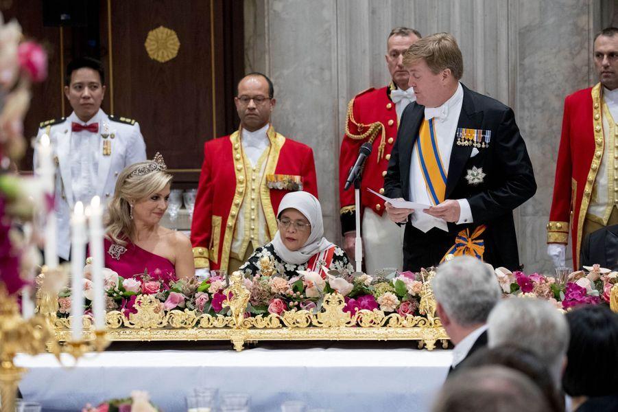 La reine Maxima et le roi Willem-Alexander des Pays-Bas avec la présidente de Singapour à Amsterdam, le 21 novembre 2018