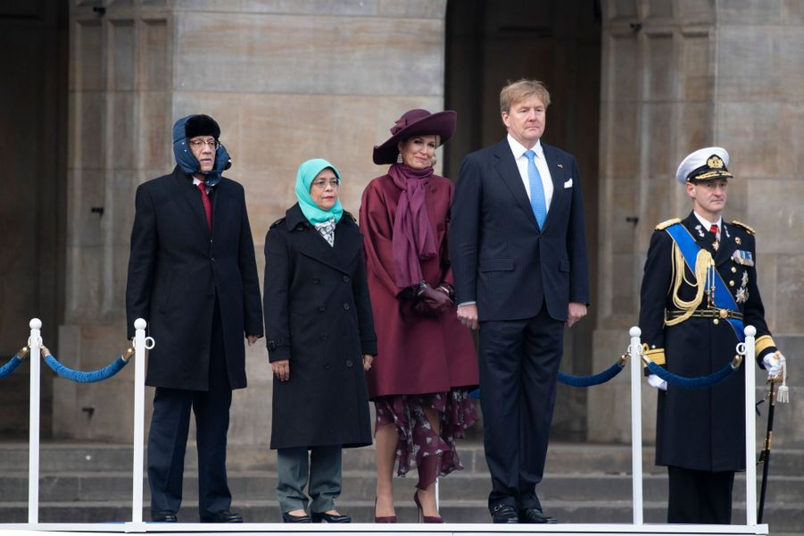 La reine Maxima et le roi Willem-Alexander des Pays-Bas avec le couple présidentiel singapourien à Amsterdam, le 21 novembre 2018