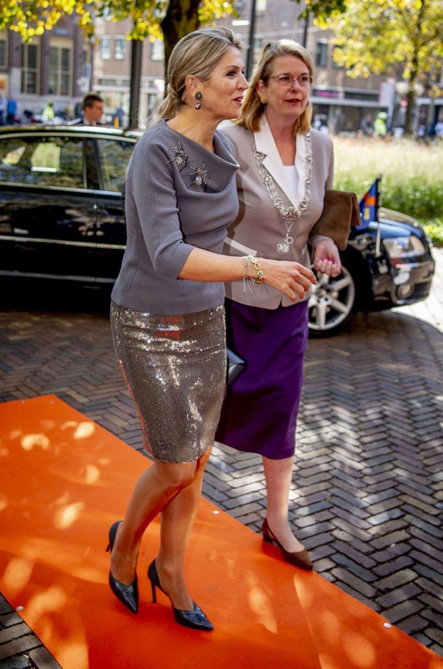 La reine Maxima des Pays-Bas dans une jupe scintillante Natan à La Haye, le 9 octobre 2018