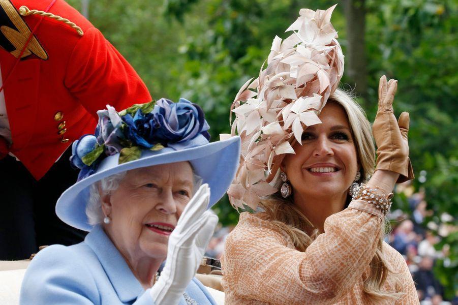 La reine Maxima des Pays-Bas avec la reine Elizabeth II d'Angleterre au Royal Ascot, le 18 juin 2019