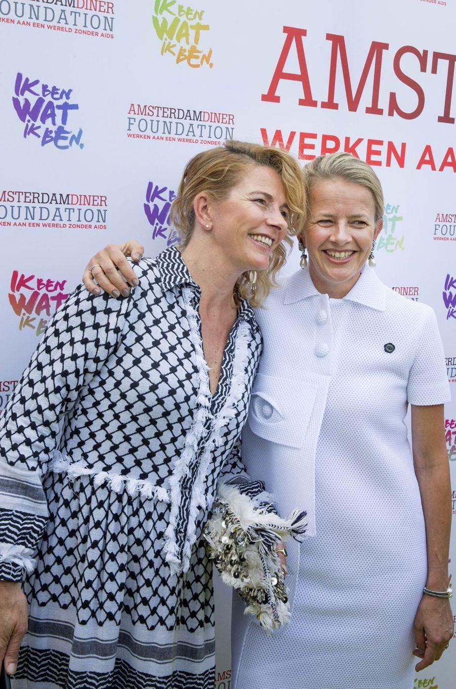 La princesse Mabel des Pays-Bas avec sa soeur Nicoline Wisse Smit à Amsterdam, le 4 juin 2016