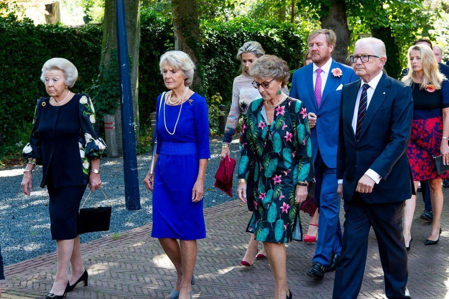 Les princesses Beatrix, Irene et Margriet, Pieter van Vollenhoven, la reine Maxima et le roi Willem-Alexander des Pays-Bas aux funérailles de la princesse Christina à La Haye, le 22 juin 2019