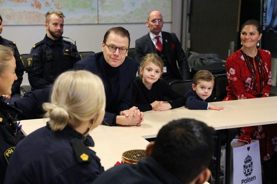 La princesse héritière Victoria de Suède avec le prince Daniel et leurs enfants la princesse Estelle et le prince Oscar, à Stockholm le 24 décembre 2019