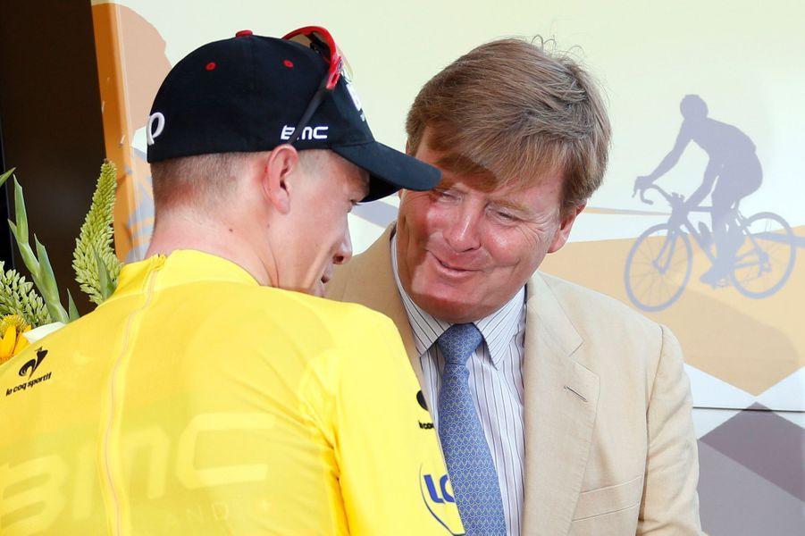 Le roi Willem-Alexander des Pays-Bas avec Rohan Dennis à Utrecht, le 4 juillet 2015