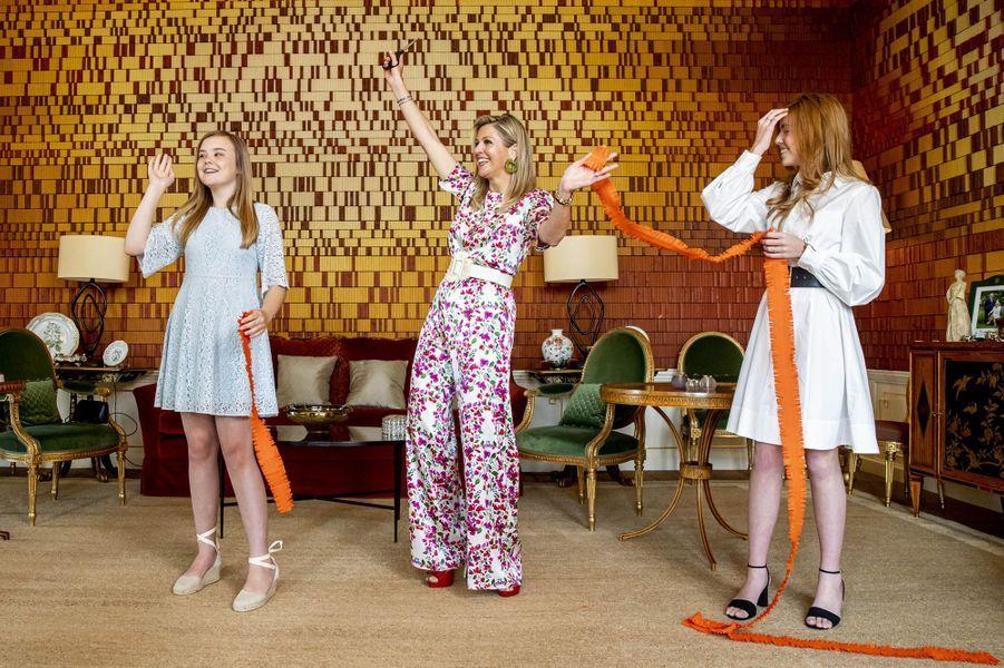 La reine Maxima des Pays-Bas et les princesses Ariane et Alexia à La Haye, le 27 avril 2020