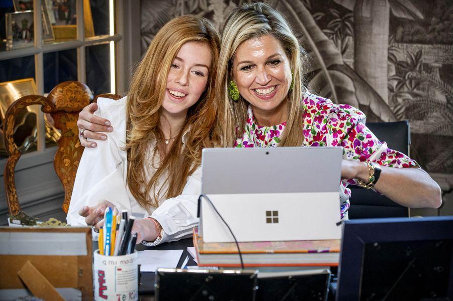 La princesse Alexia et la reine Maxima des Pays-Bas à La Haye, le 27 avril 2020