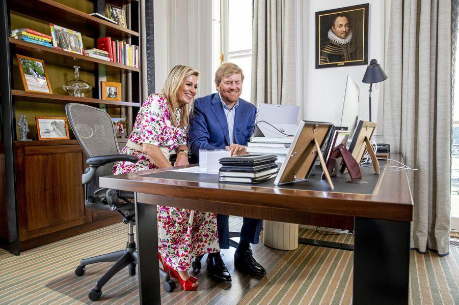 La reine Maxima et le roi Willem-Alexander des Pays-Bas à La Haye, le 27 avril 2020