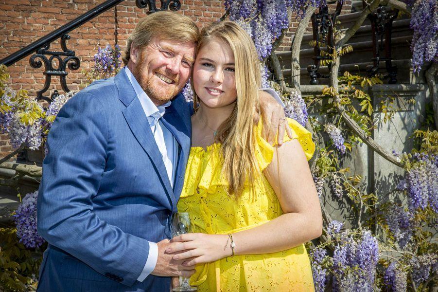 Le roi Willem-Alexander et la princesse héritière Catharina-Amalia des Pays-Bas à La Haye, le 27 avril 2020