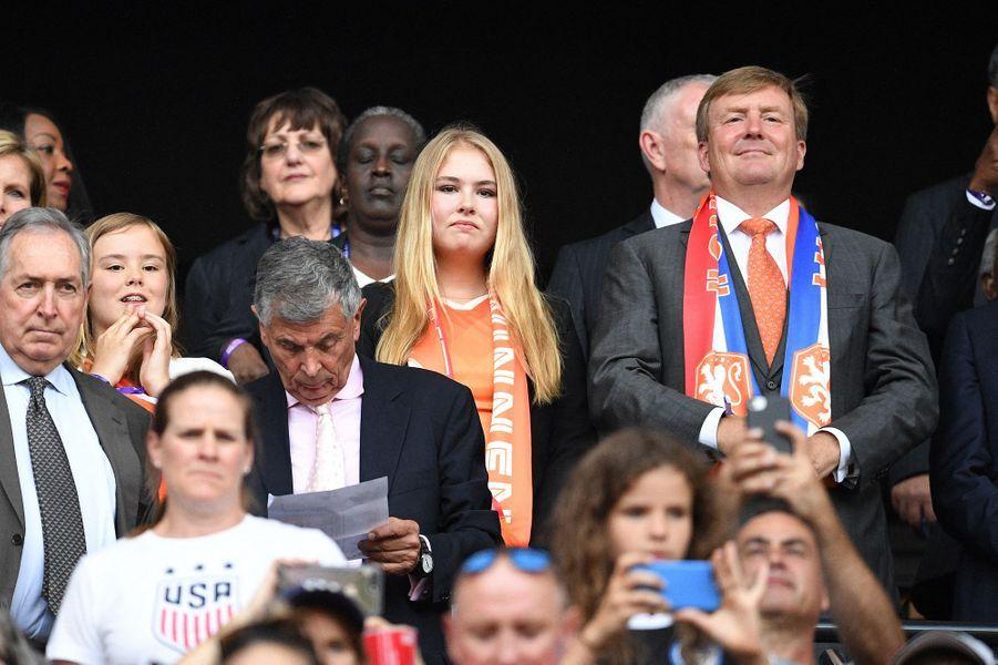 Le roi Willem-Alexander des Pays-Bas et ses filles les princesses Catharina-Amalia et Ariane à Lyon pour la finale de la Coupe du monde féminine de football, le 7 juillet 2019