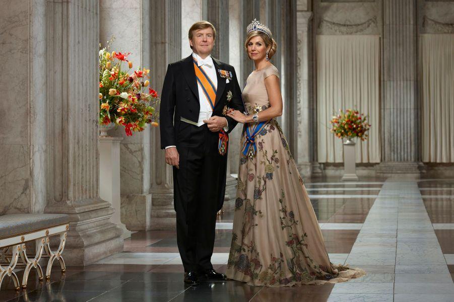 """Nouvelle """"photo d'Etat"""" du roi Willem-Alexander et de la reine Maxima des Pays-Bas, en mars 2018"""