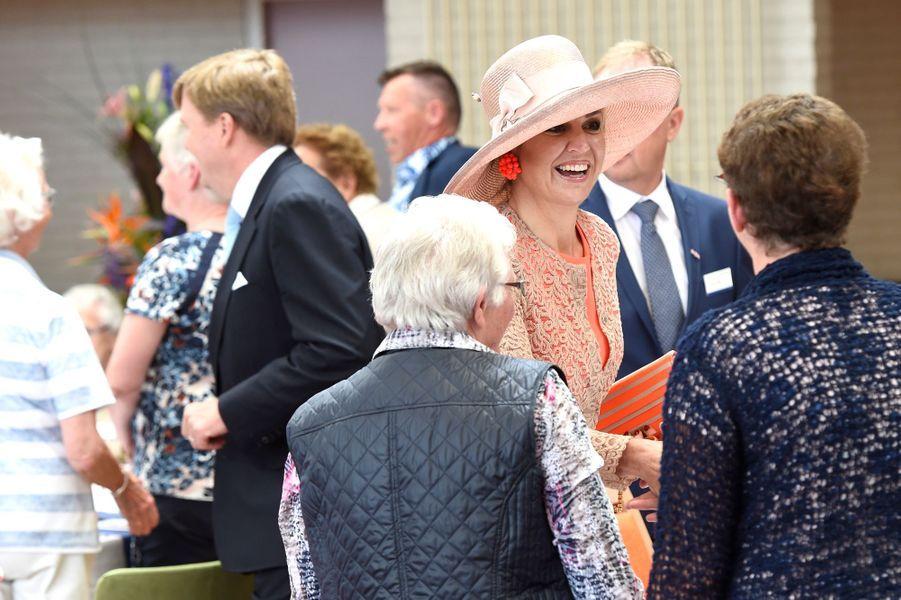 La reine Maxima et le roi Willem-Alexander des Pays-Bas à Franekeradeel en Frise, le 13 juin 2016