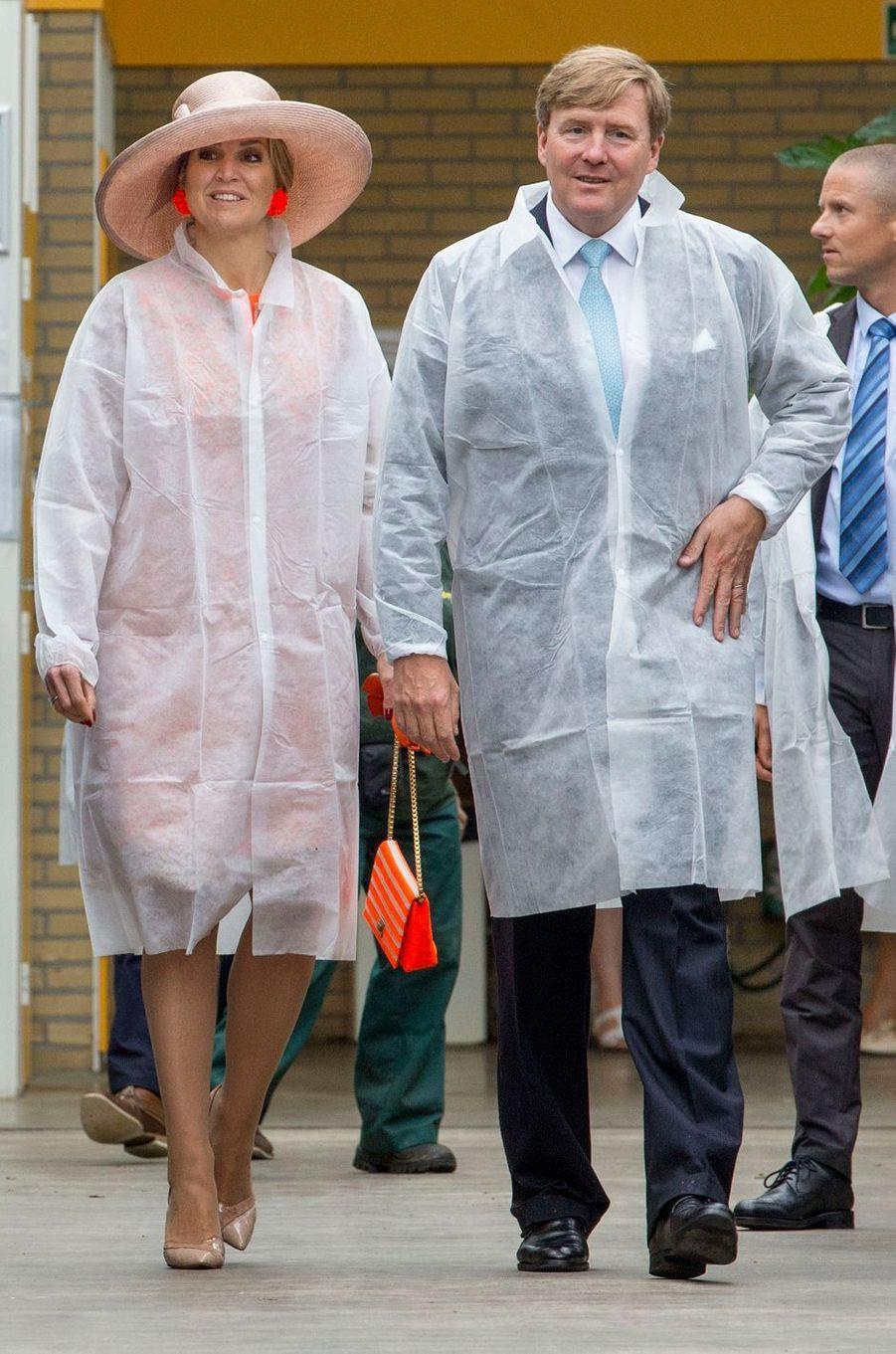 La reine Maxima et le roi Willem-Alexander des Pays-Bas à Menameradiel en Frise, le 13 juin 2016