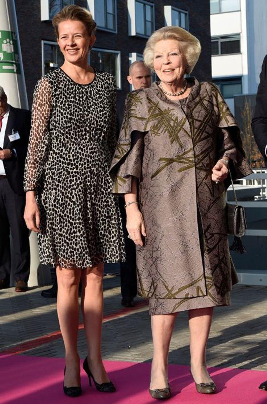 Les princesses Mabel et Beatrix des Pays-Bas à Delft, le 16 mars