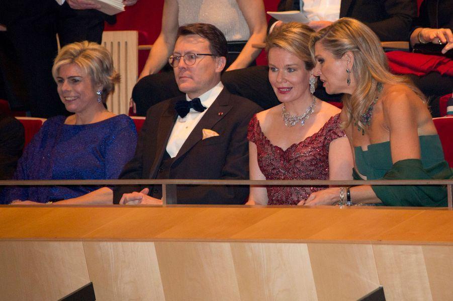 La princesse Laurentien, le prince Constantijn et la reine Maxima des Pays-Bas avec la reine Mathilde de Belgique à Amsterdam, le 29 novembre 2016