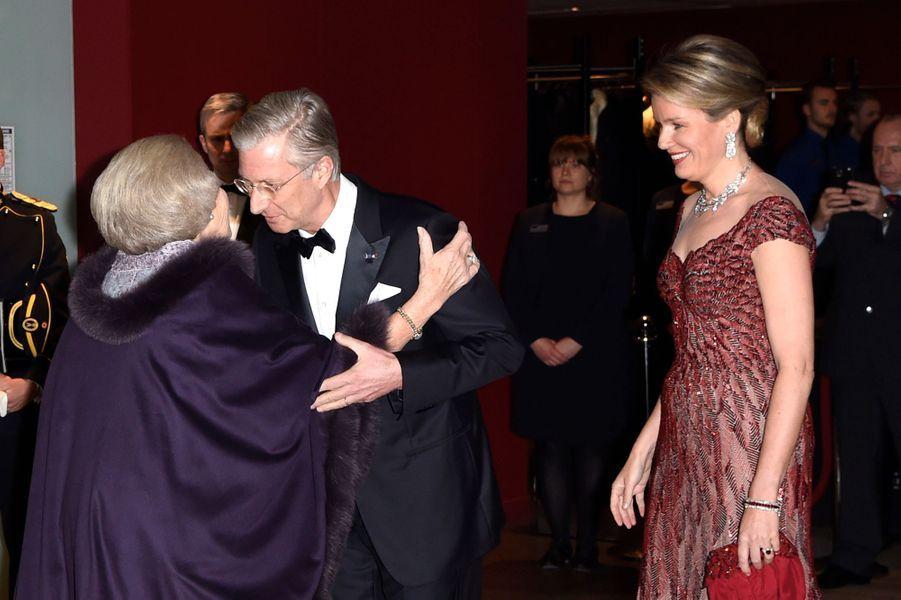 La princesse Beatrix des Pays-Bas avec la reine Mathilde et le roi Philippe de Belgique à Amsterdam, le 29 novembre 2016