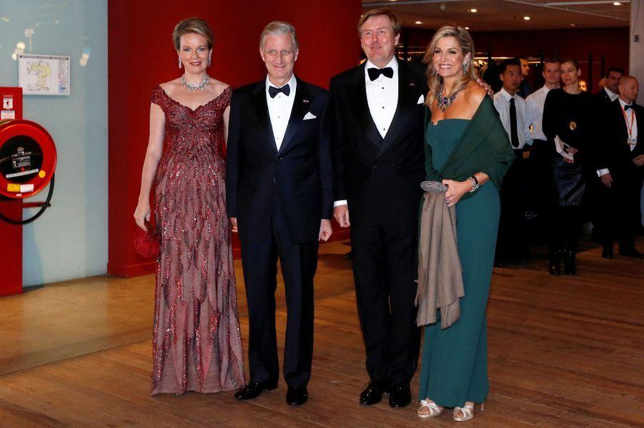 La reine Mathilde et le roi Philippe de Belgique avec la reine Maxima et le roi Willem-Alexander des Pays-Bas à Amsterdam, le 29 novembre 2016