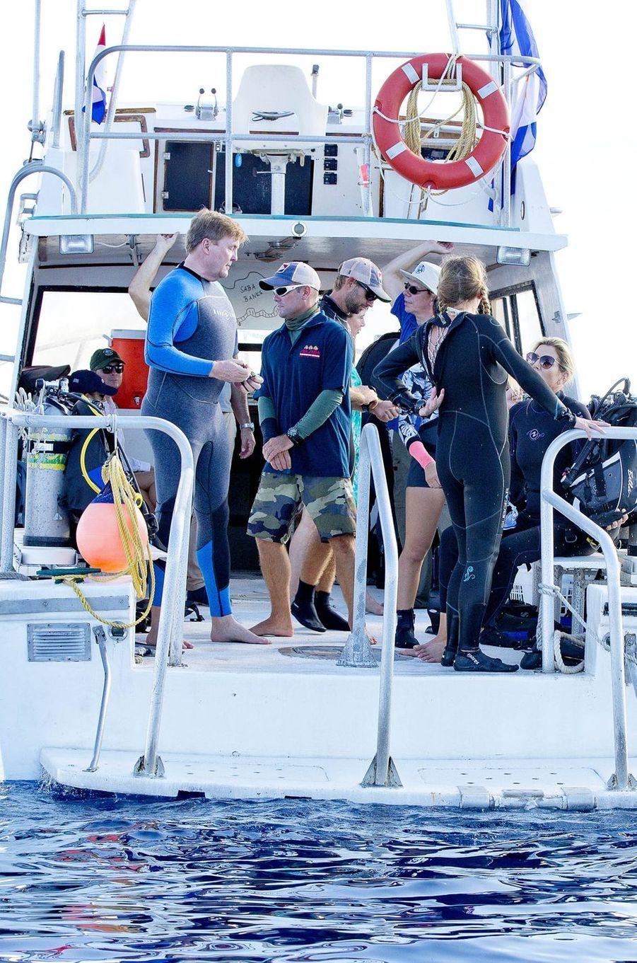 La reine Maxima et le roi Willem-Alexander des Pays-Bas se préparent à plonger à Saba, le 1er décembre 2017
