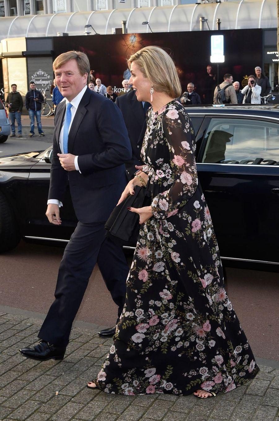 La reine Maxima en Giambattista Valli avec le roi Willem-Alexander des Pays-Bas à Tilburg, le 3 avril 2017