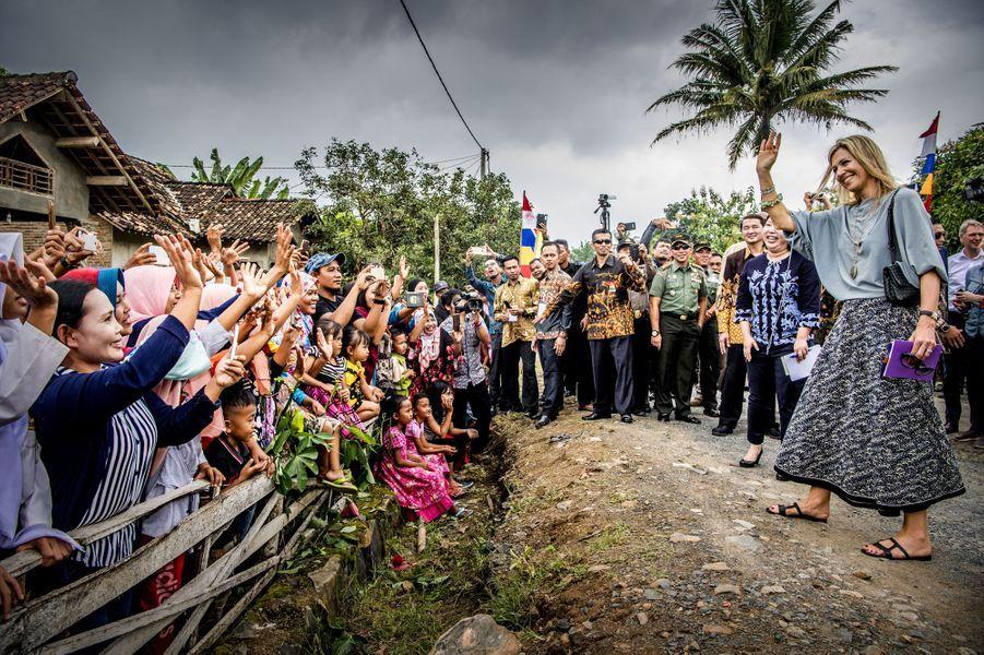 La reine Maxima des Pays-Bas accueillie chaleureusement sur l'île de Sumatra en Indonésie, le 12 février 2018